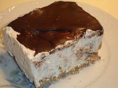 Το γλυκό αυτό γίνεται υπέροχο παγωτό αλλά και γλυκό ψυγείου. Επίσης μπορούμε να χρησιμοποιήσουμε ότι υλικά προτιμάμε και να το κάνουμε σε δ... Party Desserts, Frozen Desserts, Dessert Recipes, Cookbook Recipes, Cooking Recipes, The Kitchen Food Network, Dessert Boxes, Greek Sweets, Greek Cooking
