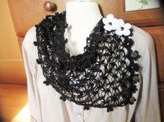 【販売済み】黒のピュアリネン100%の糸で編んだ2WAYのミニストール&スヌードですお色は真っ黒ですややハリはありますが、毛羽立ちのないきれいな糸です透明な花...|ハンドメイド、手作り、手仕事品の通販・販売・購入ならCreema。
