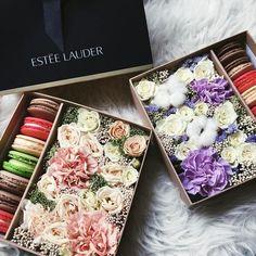Нежнейшие коробочки с цветами и макарони в любимых тонах Такой приятный подарок для настоящих девочек #rozemarin_ru Для заказа whatsapp/Viber/iMessage 8(925)565-74-38