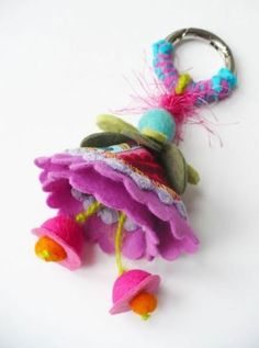 Idee regalo fai da te   portachiavi feltro elena fiore   FOTO