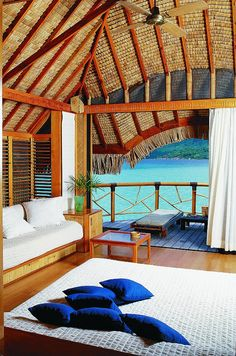 Pearl Beach Resort Bora Bora Polinesia www.ideeperviaggiare.it     Check out the different romantic getaways that are located in the United States.