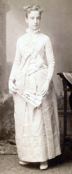 This found photo of a stylish young woman in Philadelphia is looking for its family.