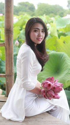 Pacific Girls, Indonesian Girls, Asian Hotties, Beautiful Asian Women, Beautiful Ladies, Sexy Asian Girls, Asian Ladies, Ao Dai, White Girls