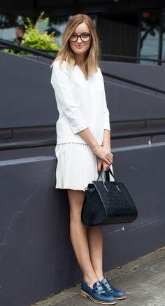 saia e blusa bem feminina + sapato mega masculino!!! Linda e confortável!