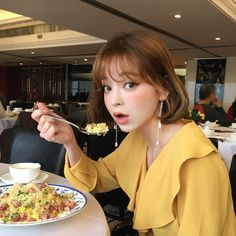 love this blouse Ulzzang Korean Girl, Cute Korean Girl, Korean Beauty, Asian Beauty, Fringe Hairstyles, Cool Hairstyles, Korean Products, Uzzlang Girl, Japanese Aesthetic