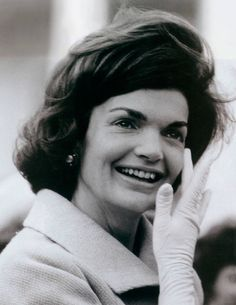 """sophieandbrianna: """" Corn flowers (Jackie's favorite flowers) for her birthday: July 2016 Jacqueline Bouvier Kennedy~ July May 1994 """"When she opened her mouth and introduced herself in Italian, fluent Italian may I say, as the. Jackie Kennedy Style, Jacqueline Kennedy Onassis, Les Kennedy, John Kennedy, Jaclyn Kennedy, Jaqueline Kennedy, Jfk Jr, John Fitzgerald, Family Album"""