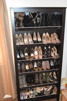DIY Shoe Rack Shoe Display Shoe Organizer Repurposed Bookcase omfg i never would have thought about that!! @Austin Hernandez