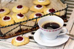 Runebergin pikkuleivät Finnish Recipes, Scandinavian Food, Cookie Jars, Cake Pops, Tart, Waffles, Biscuits, Sweet Tooth, Cheesecake