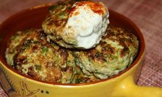 Squash patties with minced meat and garlic A Food, Good Food, Food And Drink, Yummy Food, Ukrainian Recipes, Russian Recipes, Squash Patties, Easy Cooking, Cooking Recipes