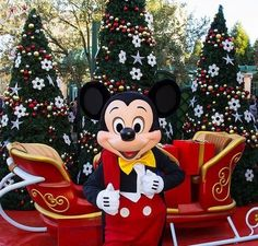 Holidays at Disney Disney Christmas Parade, Disney Very Merry Christmas, Disney World Christmas, Christmas Art, All Disney Parks, Disney Love, Disney Magic, Walt Disney, Disney Posters