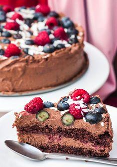MniuMniu - Kuchnia roślinna: WEGAŃSKI TORT CZEKOLADOWY Z OWOCAMI Cakes To Make, How To Make Cake, Vegan Cheesecake, Vegan Cake, Vegan Sweets, Healthy Sweets, Vegan Recipes, Cooking Recipes, Food And Drink