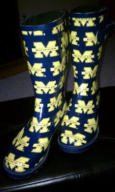 Go Blue! Great for rainy game day and you want to tailgate. College Football Teams, Patriots Football, Sports Teams, Michigan Go Blue, Michigan Gear, Bae, The Mitten State, University Of Michigan, Michigan Wolverines