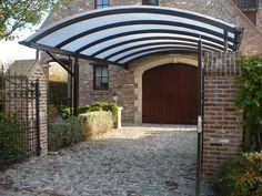 Carport aus Stahl mit gewölbtem Dach aus Polycarbonat Cc Images, Carports, Pergola, Garage Doors, Outdoor Structures, Interior Design, Places, Outdoor Decor, House