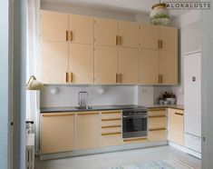Jalokaluste, Retro keittiö, Vanhanajan keittiö, Klassinen keittiö, Puukeittiö, 50 luvun keittiö, Funkiskeittiö