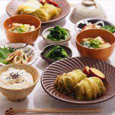 2015/11/2 月 #晩ごはん ・ ✳︎和風ロール白菜 ✳︎竹輪の磯辺焼き ✳︎ほうれん草の胡麻和え ✳︎豆腐のお味噌汁 ・ 今日は寒かった〜 昨日は白菜たっぷりのキムチ鍋。 今日は和風あっさりのロール白菜。 どんと白菜半玉買う季節がやってきた☺️ ・ ロール白菜の種は挽肉玉ねぎに、豆腐でカサ増ししているので、見た目のボリュームよりあっさりです ・
