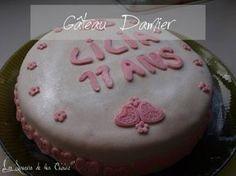 Voici aujourd'hui le gâteau que j'avais préparé pour les 11 ans de ma fille. J'ai choisi de faire un gâteau damier recouvert de pâte à sucre rose et blanche. Je ne suis pas très en forte en décoration avec la pâte à sucre, alors soyez indulgents ! J'ai...