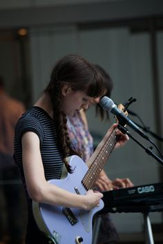 Frankie cosmos & the gang giving me some serious chills at their moma performance today Frankie Cosmos, Performance Today, Female Guitarist, Good Ol, Moma, Music Bands, Rock And Roll, Dancing, Fashion Photography