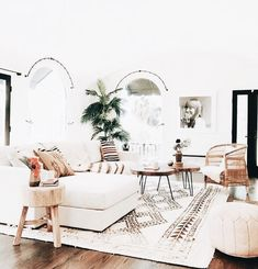 30 Boho Living Room Ideas – Bohemian decor inpsiration for your living room. Bea… 30 Boho Living Room Ideas – Bohemian decor inpsiration for your living room. Beautiful boho rooms to get you inspired for your own bohemian space. Cheap Home Decor, House Interior, Living Room Designs, Home, Living Decor, Living Room Scandinavian, Room Design, Boho Living Room, Home Decor Inspiration