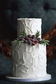 eight-seriously-understated-holiday-wedding-cakes
