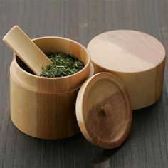 お茶の葉 Japanese green tea (ocha), love the wooden cylindrical box. te' verde giapponese in una sctola cilindrica di legno.