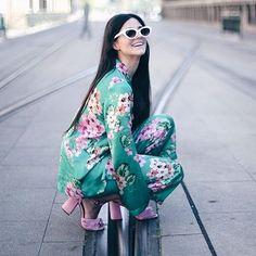 Ains!! Lo que me gusta a mí, una invitada con estampado floral 🌸🌿 📸 @kinojam #disoñandobodas #disoñando #bodas #bbc #moda #invitadaperfecta #invitada #invitadaconestilo #flor #streetstyle #style #estilo #fashion #fashionblogger #tendencias #flores #estampado #floral #traje #love