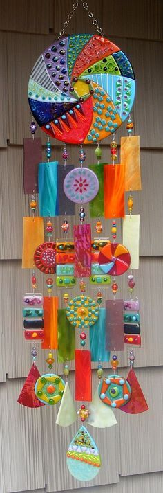 New garden art ideas wind chimes fused glass ideas Mosaic Art, Mosaic Glass, Fused Glass, Mosaic Mirrors, Glass Beads, L'art Du Vitrail, Diy And Crafts, Arts And Crafts, Glass Wind Chimes