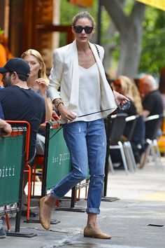Olivia Palermo- the perfect boyfriend jeans outfit