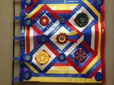 For all of you out there that have a ton of ribbons, try this horse show ribbon wall quilt.