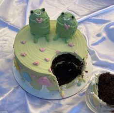 Pretty Birthday Cakes, Pretty Cakes, Cake Birthday, Cute Food, Yummy Food, Comida Picnic, Bolo Halloween, Pastel Cakes, Frog Cakes