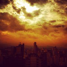Nascer do sol em Juiz de Fora/MG, Brasil.