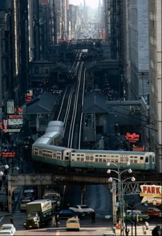 The El, Chicago by James L. Stanfield, most likely from the Chicago Sun-Times Building, in the June 1967 issue of National Geographic. It shows an L train turning from Wabash Avenue left onto Lake Street. National Geographic, Puente Golden Gate, Rare Historical Photos, The Blues Brothers, S Bahn, My Kind Of Town, Chicago Illinois, Chicago Usa, Chicago Loop
