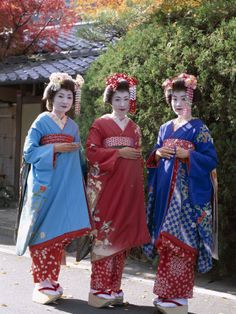 Apprentice Geisha (Maiko), Women Dressed in Traditional Costume, Kimono, Kyoto, Honshu, Japan Fotoprint