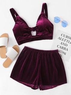 ¡Consigue este tipo de top corto de SheIn ahora! Haz clic para ver los detalles. Envíos gratis a toda España. Velvet Knotted Keyhole Front Crop Top With Shorts: Shorts Burgundy Velvet Plain Strap V neck Sleeveless Cute Sexy Fabric has some stretch Summer Two-piece Outfits. (top corto, crop tops, crop top, croptops, croptop, top crop, tops crops, cropped, top bailarina, corto, camisola corta, crop, cropped t-shirt, kurzes top, top corto, top court, top corto, cortos)