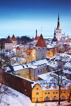 The medieval old town of Tallinn, Estonia, looking beautiful under a sprinkling of snow, as pictured by Matt Munro #tallinn #estonia #winter