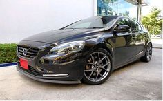 looking sleek in this wide angle view. Volvo V40, Large Truck, European Models, Mid Size Suv, Ford, Volvo Cars, Sports Models, Cars And Motorcycles, Cool Cars