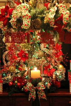 Lots of great Christmas decorating ideas.