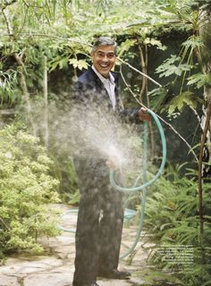 I love this picture of George Clooney.  He is such a prankster!