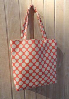 71e531d4c6 cabas tote bag en simili cuir rose corail à gros pois blancs : Sacs à main  par mademoiselle-rose