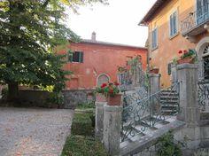 Casa Marta from across the square #montestigliano #tuscanvilla #villaintuscany #agritourismo #montestigliano #siena #tuscany #destinationweddingtuscany #weddingintuscany #love #friends