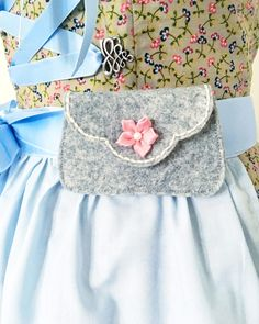 DIY tutorial: free sewing pattern for a dirndl apron pocket DIY tutorial: free sewing pattern for a dirndl apron pocket Sewing Patterns Free, Free Sewing, Free Pattern, Cute Baby Clothes, Diy Clothes, Girls Lace Dress, Floral Patches, Diy Bags Purses, Apron Pockets