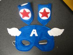 Felt Captain America mask and wrist cuff set by MissMask on Etsy Captain America Maske, Captain America Party, Captain America Birthday, Captain America Costume, Felt Mask, Tutus For Girls, Super Hero Costumes, Halloween Disfraces, Superhero Party