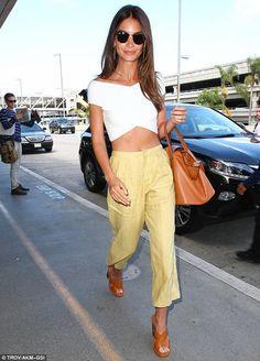 Lily aldridge   Celebrities   meli melo #LilyAldridge #thelaTan #tan #leather #handbag #celebrity #star #model #victoriasecret
