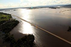 As imagens mostram a dimensão da cheia do Rio Madeira na BR-364, ainda em Porto Velho, com o trecho atualmente fechado. As fotos foram feitas pela Assessoria de Imprensa do Governo do Acre, na quarta-feira, quando ainda era possível o tráfego, realizado, no entanto, sem qualquer segurança.  Fevereiro de 2014