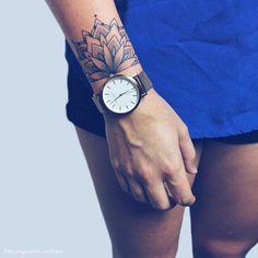 Tatuagem de mandala: 60 ideias com o símbolo repleto de significado Mandala tattoo: 60 ideas with the symbol full of meaning Hand Tattoos, Simbolos Tattoo, Cuff Tattoo, Neue Tattoos, Forearm Tattoos, Mehndi Tattoo, Tatoos, Wrist Band Tattoo, Ganesha Tattoo