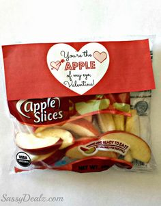 """""""You're the Apple of my Eye"""" Valentine's Day Gift Idea For Kids #Healthy DIY valentines #free printable tag/label   http://www.sassydealz.com/2014/01/youre-apple-of-my-eye-valentines-day.html"""