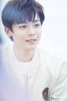 Neo Hou/ when we were youung chinese drama Cute Actors, Handsome Actors, Handsome Boys, Asian Boys, Asian Men, Idol 3, Playful Kiss, Cool Hairstyles For Men, Aesthetic Boy