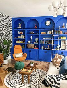 Beige Living Rooms, Living Room Redo, Eclectic Living Room, Living Room Built Ins, Living Area, Blue Shelves, Deco Cool, Deco Restaurant, Boho Home