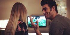 Mientras la red social se incendiaba con la noticia del momento y la Vecina Rubia hiperventilaba, entraba una tercera en discordia: Madonna, que también piensa que la proposición se dirige a ella.Pocos son ya los que no están al corriente del romance secreto a la par que a voces de Jon Kortajarena y