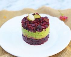 Tartar de remolacha y crema de aguacate 20 Min, Cheesecake, Pudding, Healthy Recipes, Desserts, Food, Vegetarian, Avocado Egg, Beet Salad