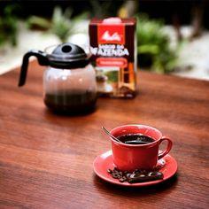 Um pedacinho de chocolate amargo para acompanhar a #horadocafé: tem coisa melhor? <3 #coado #passadonahora